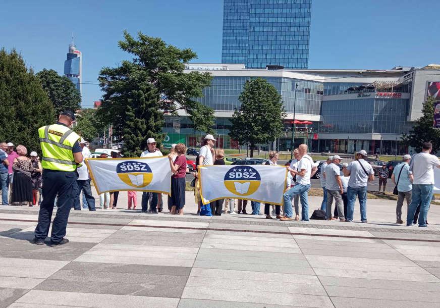 Protest u Sarajevu: Samostalni sindikat državnih službenika nezadovoljan zbog nepotpisivanja kolektivnog ugovora