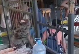Nezapamćena sramota u Sutomoru: Zbog ponašanja turista iz Srbije vlasnik zaključao plažu (VIDEO)