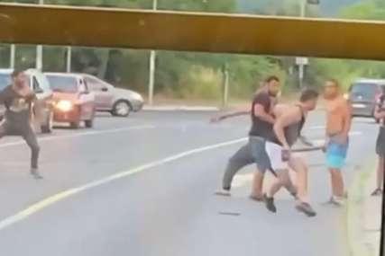 Prizor koji je ŠOKIRAO SVE: Iz policije se oglasili o tuči i napadu sjekirom usred grada