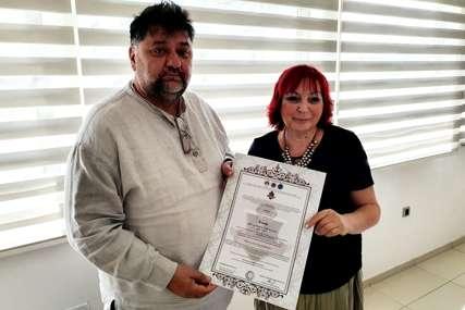 PRIZNANJE VLADIMIRU MITRIĆU Novinar iz Loznice proglašen počasnim doktorom nauka od strane Instituta za evropske studije Roma