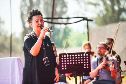 Veče rezervisano za sevdalinku: Posljednje pripreme Amire Medunjanin uoči koncerta na Kastelu (FOTO)