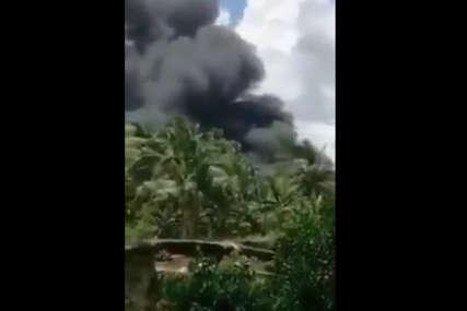 TRAGEDIJA NA FILIPINIMA Srušio se vojni transportni avion, najmanje 17 ljudi poginulo, 40 povrijeđeno (VIDEO)