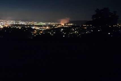Vatra zahvatila više pomoćnih objekata : Vatrogasci lokalizovali požar u Bistrici kod Banjaluke