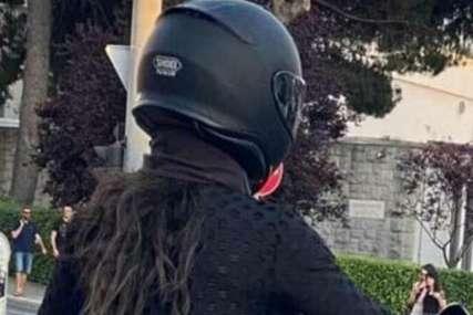 U providnom kombinezonu ŽARI I PALI CESTOM: Djevojka na motoru postala hit na društvenim mrežama (FOTO)