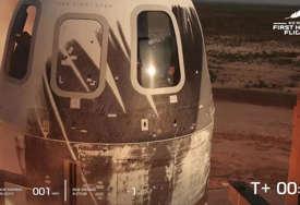 """Džef Bezos poletio u svemir """"Nisam baš nervozan, znatiželjan sam"""" (VIDEO)"""