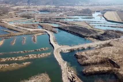 APOKALIPTIČNI PRIZORI U OSJEČANIMA Šljunkari devastirali korito rijeke Bosne kod Doboja