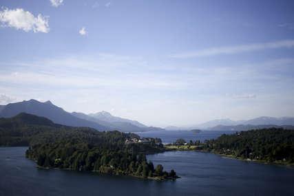 Ekolozi zabrinuti: Dva jezera u Argentini postala ružičasta