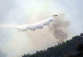VELIKI POŽAR NA SARDINIJI Evakuisano gotovo 400 ljudi, u gašenju učestvuje 11 aviona