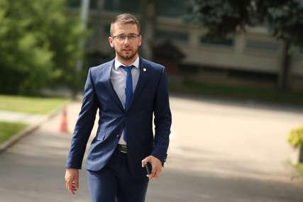 """""""Umjesto da ide u samoizolaciju, on je došao u Skupštinu grada"""" Begić tvrdi da je Topićeva supruga već pet dana pozitivna na koronu"""
