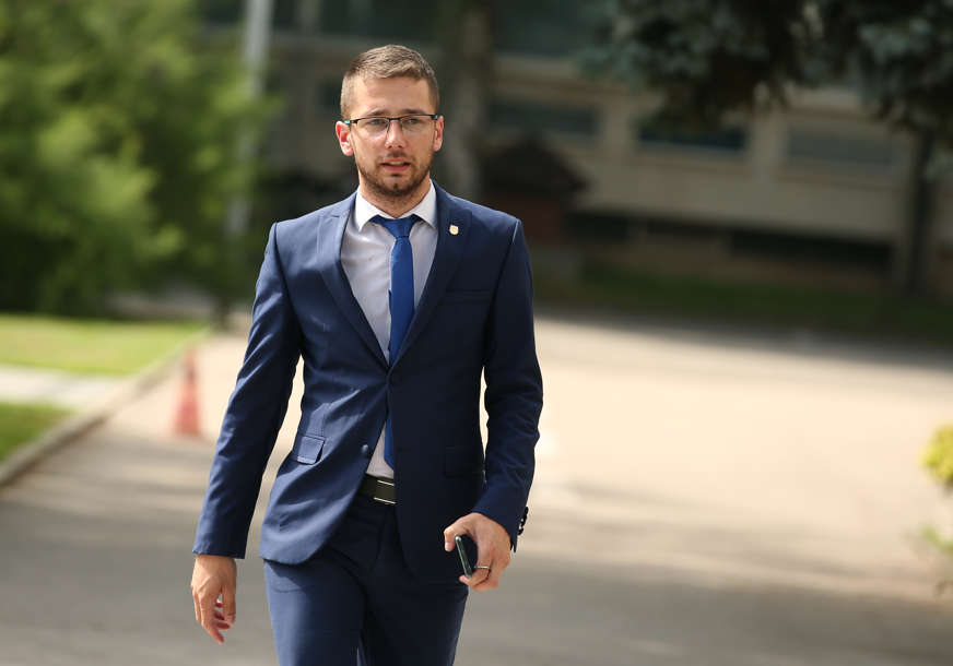 """""""DEMANTUJTE STANIVUKOVIĆA"""" Begić pozvao nadležne da dostave dozvolu za velepromet lijekovima"""