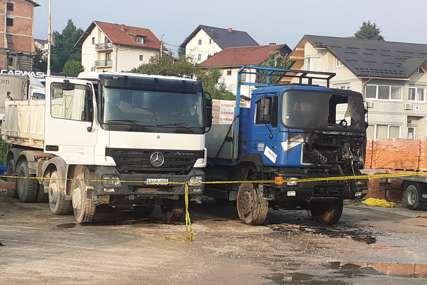 Požar na dva parkirana kamiona: Brzom intervencijom vatra lokalizovana
