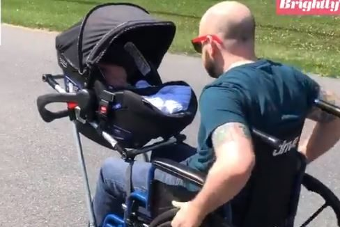 Dirljiv gest srednjoškolaca: Bolesnom ocu napravili kolica u kojima može da šeta svoju bebu (VIDEO)