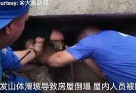 PRETUŽNO Preminula majka koja je spasila svoju bebu, 24 sata su bile zatrpane pod ruševinama (VIDEO)
