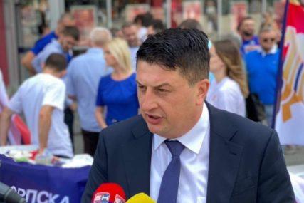 """""""Pod izgovorom SRPSKOG JEDINSTVA"""" Radović kaže da SNSD peticiju koristi za ostvarenje stranačkih ciljeva"""