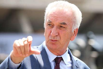 ZAŠTITA INTERESA SRPSKE Šarović od SNSD traži da ne vodi kampanju potpisujući stranačke peticije