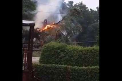 Stablo palo na visokonaponsku mrežu: Ovo je izazvalo požar i prekid željezničkog saobraćaja (VIDEO)