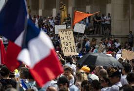 PROTEST ANTIVAKSERA U PARIZU Sukobili se sa policijom, upotrebljen suzavac (VIDEO)