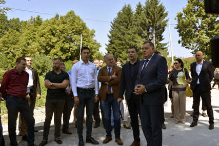 """""""Do kraja godine završetak radova"""" Dodik posjetio gradilište puta Saračica - Čokorska polja (FOTO)"""