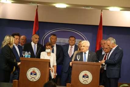 Lideri partija u Srpskoj ODBACILI NAMETNUTI ZAKON o zabrani negiranja genocida: Neće učestvovati u radu institucija BiH (FOTO)