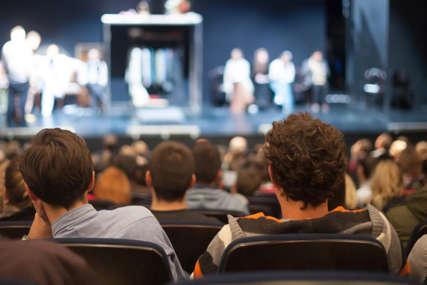 """Publika u jednom dahu pratila avanture čuvenog zavodnika: Premijera """"Don Žuana"""" na novoj pozorišnoj sceni (FOTO)"""