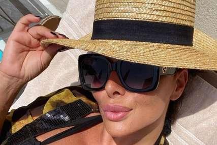 SKINULA SE LUKASOVA BIVŠA Sonja pozirala na jahti u provokativnom kupaćem kostimu