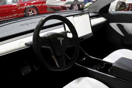 Suočeni sa negativnim publicitetom: Tesla plaća 1,5 milona dolara za manji kapacitet baterije