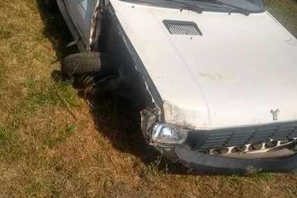 NEOBIČNA KRAĐA Pijani muškarac vezao automobil za svoj traktor i uništio ga