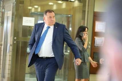 Dodik poručuje: Šmit se lažno predstavlja kao visoki predstavnik, on to nije