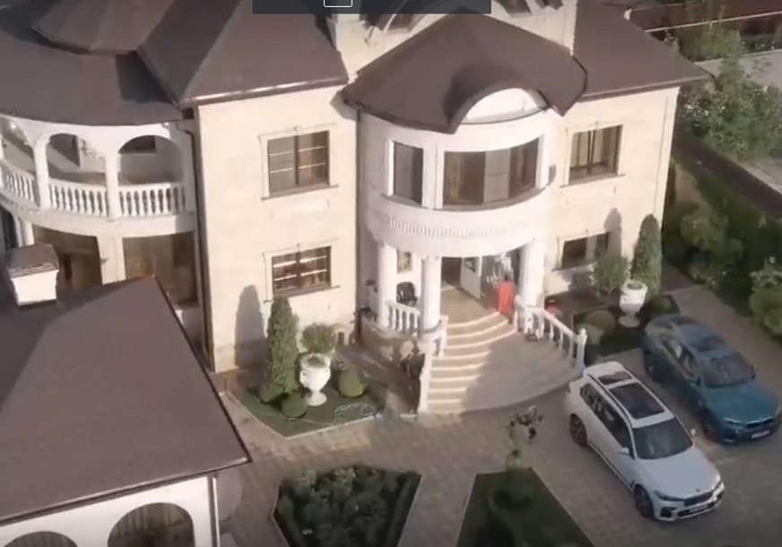 Specijalci upali u vilu šefa saobraćajne policije, kad su otvorili vrata - odsjekle su im se noge (VIDEO)