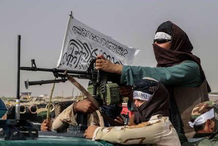 """""""Širom zemlje vlada mir, a neredi su na aerodromu"""" Talibani okrivljuju Vašington za haotičnu evakuaciju"""