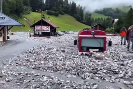 KLIZIŠTE ZATRPALO VOZ Snažno nevrijeme pogodilo Austriju (VIDEO)