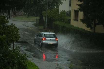 PROLOM OBLAKA Za nepunih pola sata u Banjaluci pao 21 litar kiše po metru kvadratnom (VIDEO)