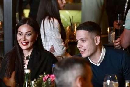 Ceca i Bogdan na obali mora: Pjevačica nije znala da je dečko snima i njena reakcija će vas oduševiti (VIDEO)