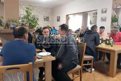 Zbor se preselio u kafane: Kafedžije trljaju ruke, ne mogu napeći jagnjadi koliko se proda (FOTO)