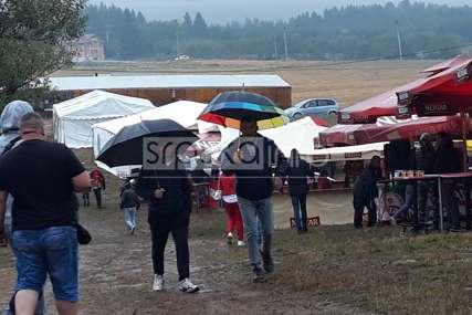 Fijasko na Kočićevom zboru: Kiša, blato, hladnoća, ni bikovi ne izlaze u arenu (FOTO, VIDEO)