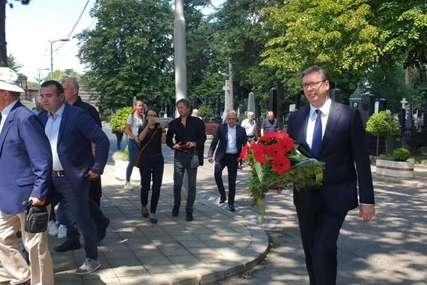 OPROŠTAJ OD LAZANSKOG Neutješni sin u crnini, ispraćaju ga mnogi prijatelji, među njima i Vučić
