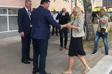 """Cvijanovićeva u posjeti Loparama """"Saradnjom riješiti pitanja putne infrastrukture i vodovoda"""""""