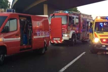 Detalji stravične nesreće u Mađarskoj: U autobusu bilo više od 50 ljudi, vatrogasci izvlače putnike iz vozila (VIDEO)