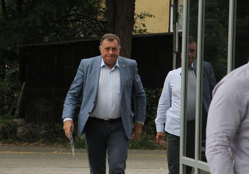 """""""STANIĆ BEZOČNO LAŽE"""" Dodik komentarisao napad na narodnog poslanika"""