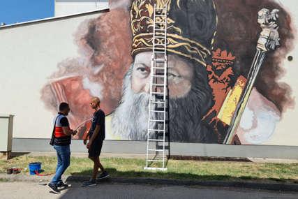 U završnoj fazi: Ulica svetog Save u Doboju dobija mural patrijarha Porfirija (FOTO)