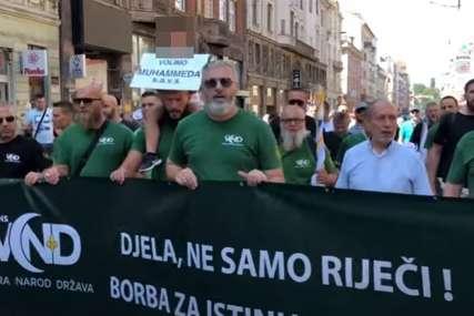 """""""Sramota šta se dešava"""" U Sarajevu održan protest protiv TREĆE PARADE PONOSA (VIDEO)"""