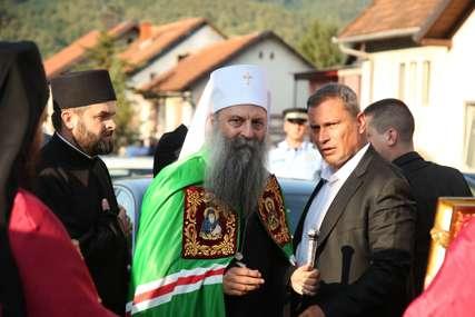 PATRIJARH PORFIRIJE STIGAO U DOBOJ Veliki broj građana dočekao poglavara SPC, prisutni i zvaničnici Srpske (FOTO)