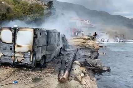 Požar kod Dubrovnika: Izgorjela vozila i više glisera (FOTO)