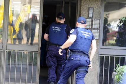 PAO DJED DILER Policija upala u stan i pronašla četiri paketa droge
