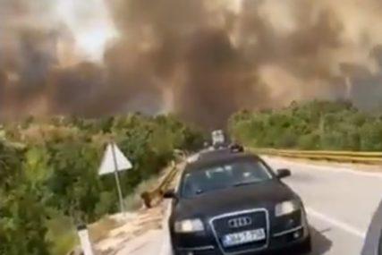 Hercegovina u plamenu: Na putu između Trebinja i Bileće IZGORIO AUTOMOBIL (FOTO, VIDEO)