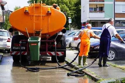 Održavanje javne higijene: U toku pranje ulica i javnih površina u gradu