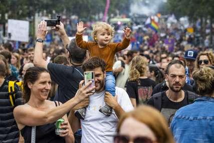 """""""NE UTIŠAVAJTE NAS"""" Protesti u Holandiji zbog zabrane muzičkih festivala"""