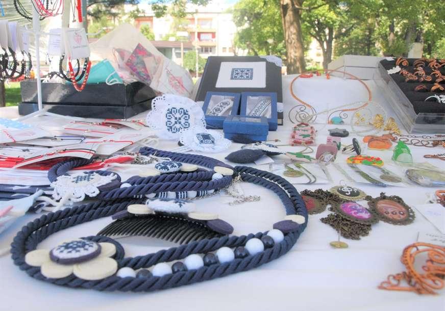 Od prirodne kozmetike do nakita: Izložba banjalučkih kreativaca u parku (FOTO)
