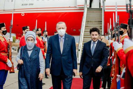 Erdogan stigao u Podgoricu: Na aerodromu ga dočekao Dritan Abazović