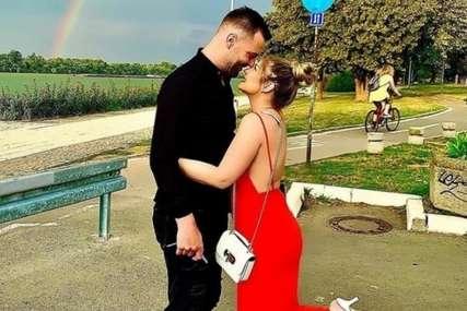 """""""Neću uzeti njegovo prezime"""" Pjevačicu dečko zaprosio poslije godinu dana veze (FOTO)"""